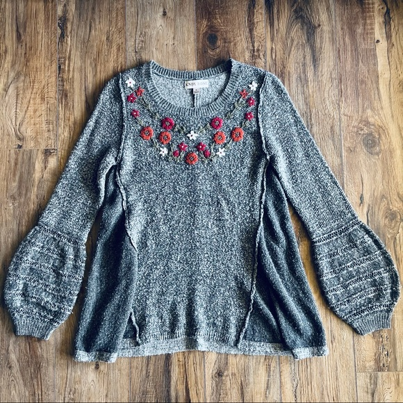 Knox Rose flower stitched asymmetrical sweater M